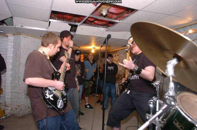 [throwing shrapnel on Apr 29, 2005 at the Library (Allston, Ma)]